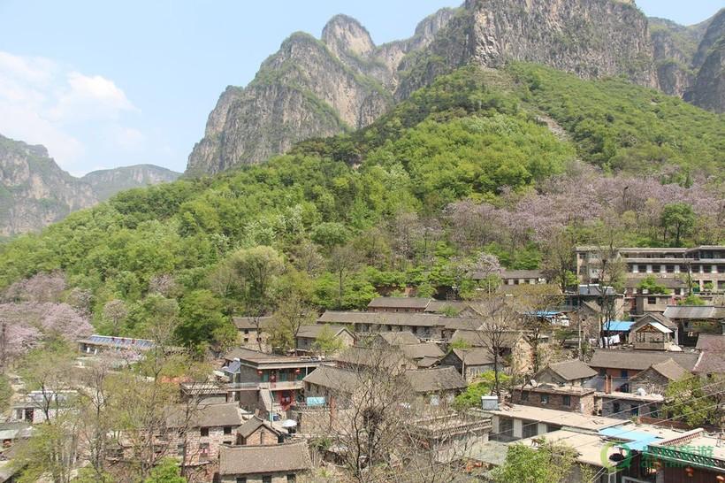 Подвиг китайских жителей: самая необычная дорога