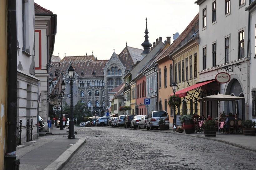 Улица в Будапеште, март