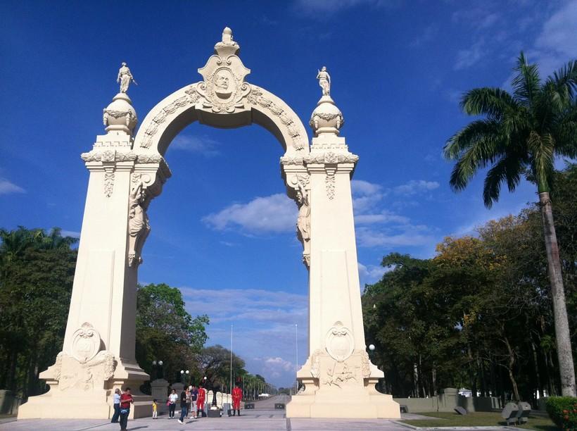 Монумент в Валенсии, штат Караборо