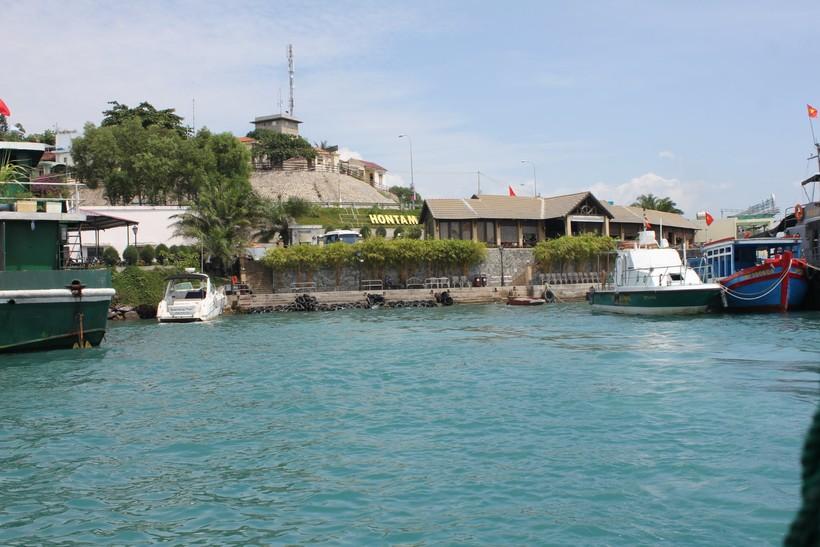 Подплываем к острову Hon Tam
