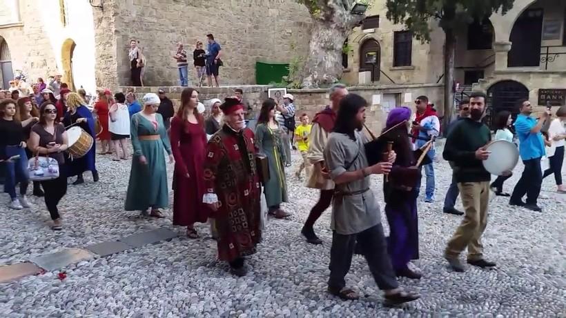 На улицах средневекового города