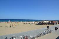 Пляж Богатель в Барселоне в июле