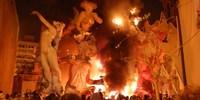Сожжение кукол на фестивале Фальяс