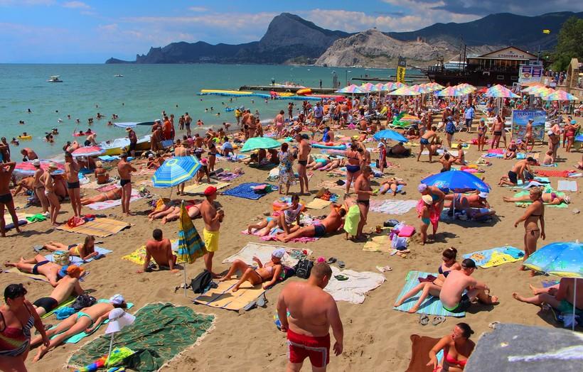 Многолюдный пляж