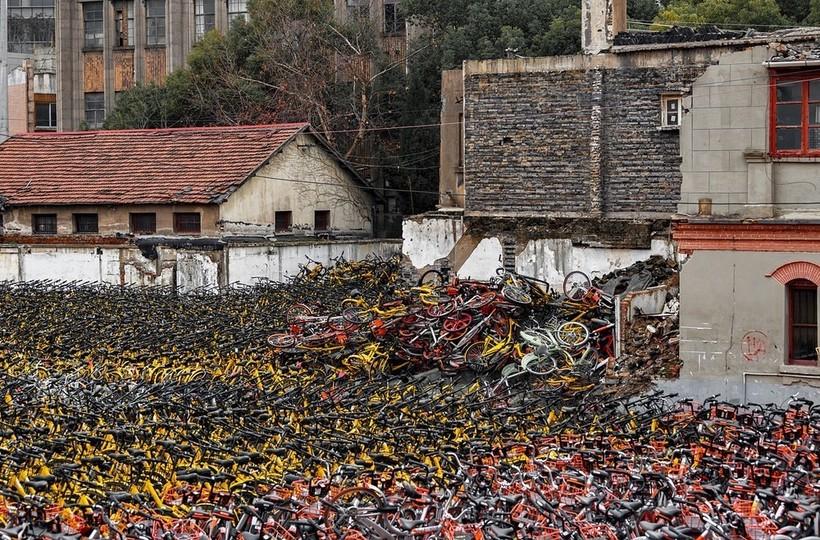 Как появляются гигантские кладбища велосипедов в Китае