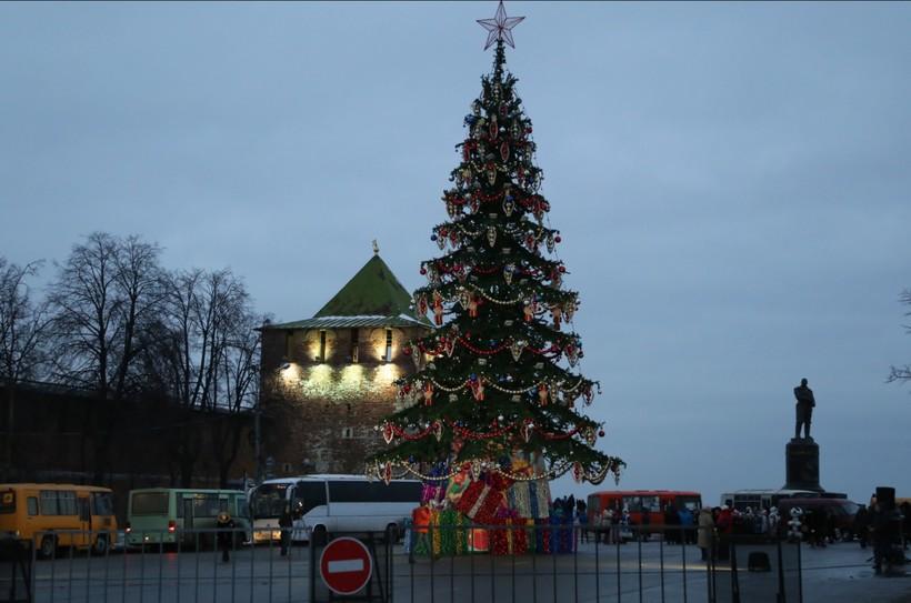 В каждом районе города есть новогодние ёлки