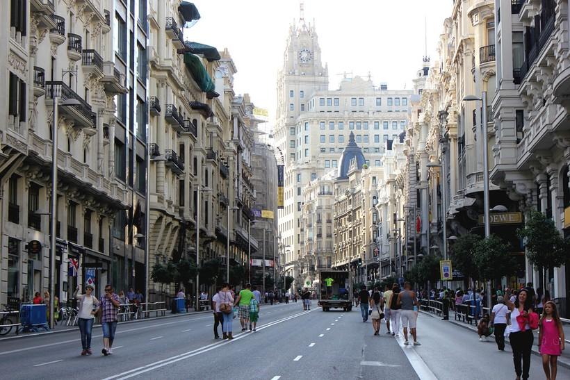 Испания: центральная улица в Мадриде