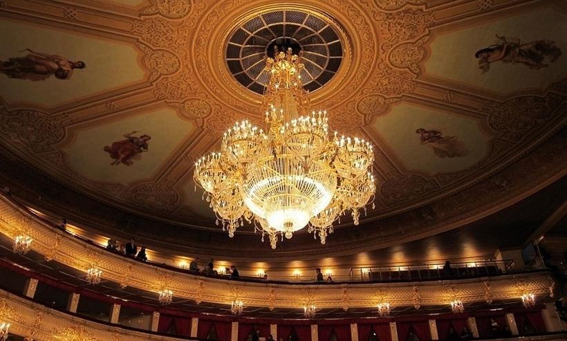 театры москвы залы фото картине ильи