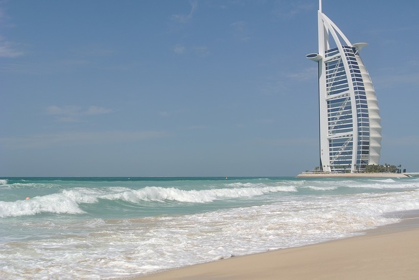 Море в ОАЭ в январе