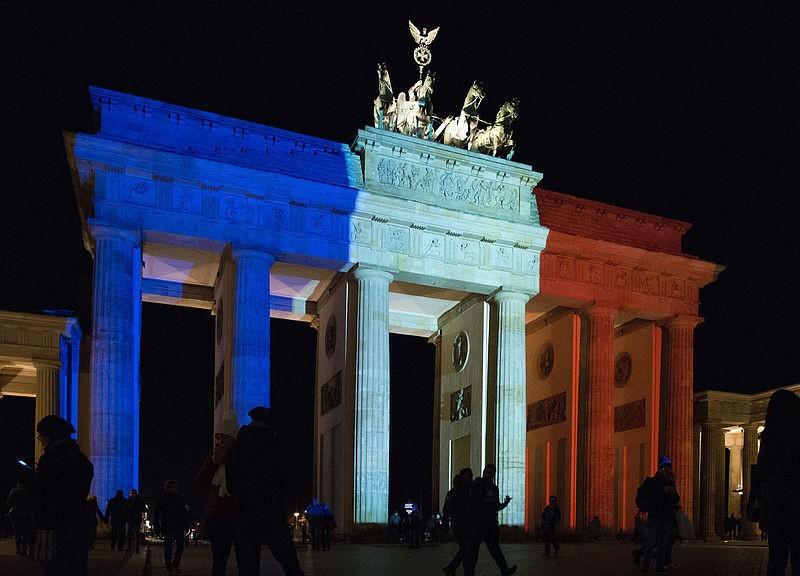 Арка в цветах французского флага