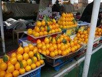 Мартовскими лимонами завален рынок Бухары.