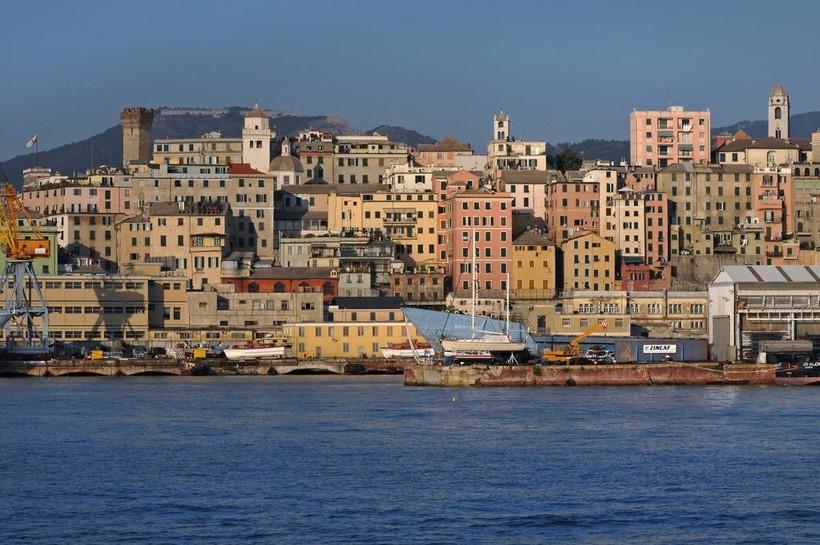 Вид на Геную с моря