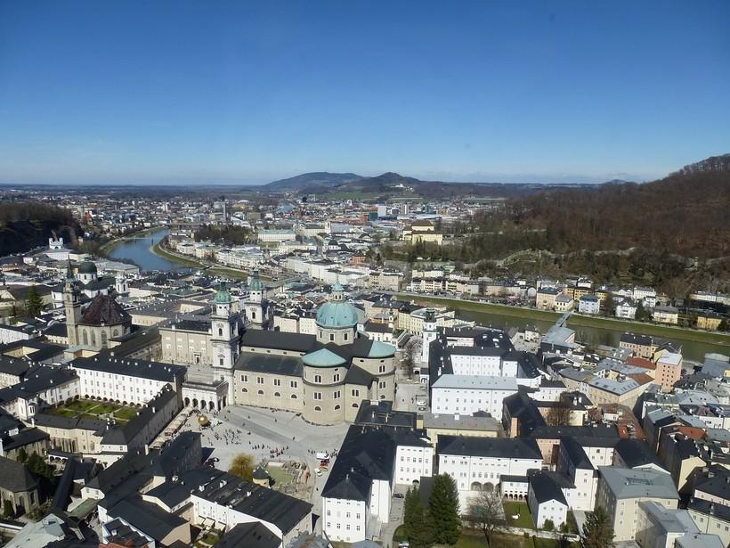 Вид на Зальцбург из крепости Хоэнзальцбург, апрель 2018