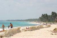 Отдых на пляже в пасмурный день...
