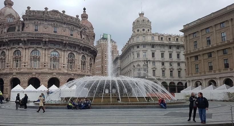 Площадь Феррари в январской Генуе.