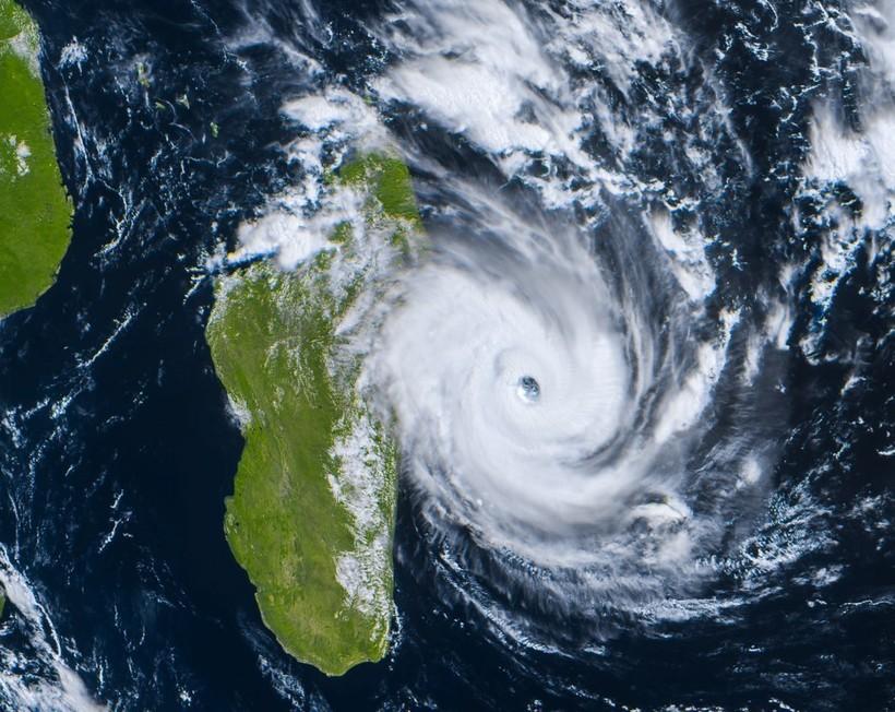 Тропический циклон приближается к острову Мадагаскар