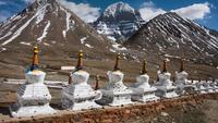 Буддийские ступы у горы Кайлас