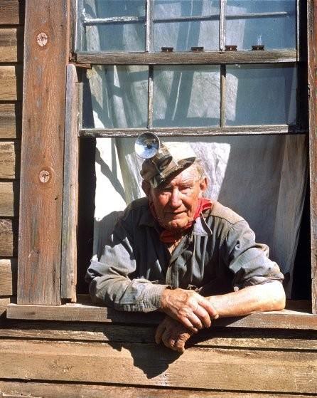 Этот пожилой американец не мог отказаться от страсти своих предков и занимался поиском золота сто лет спустя просто ради интереса. Конечно, его находка была весьма скромной: всего около тридцати долларов за 60 дней.