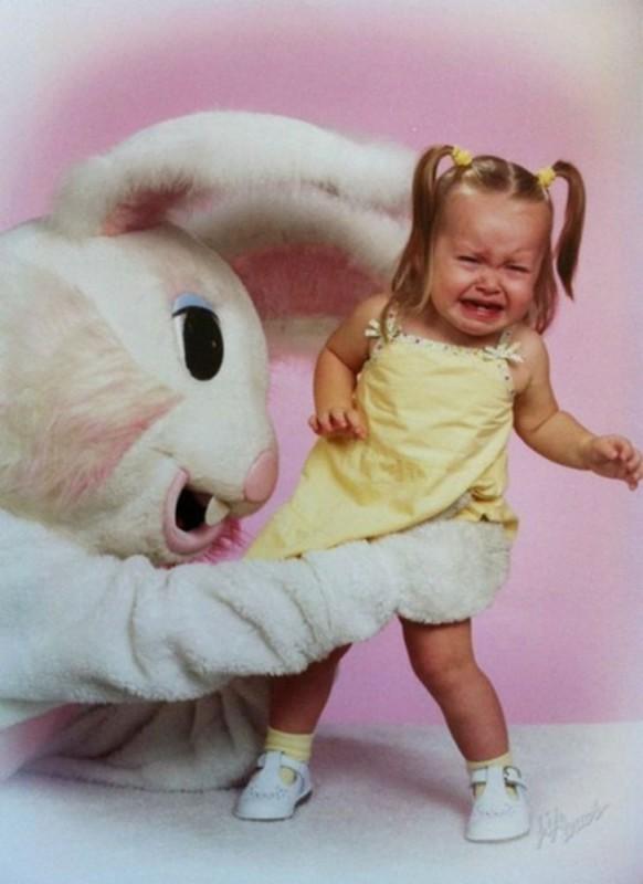 15 безумных ретроснимков с пасхальными кроликами, которые вызывают смех и слезы