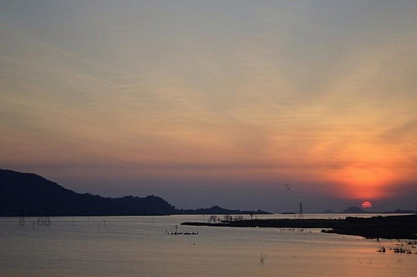 Озеро Такаригуа в лучах февральского заката.