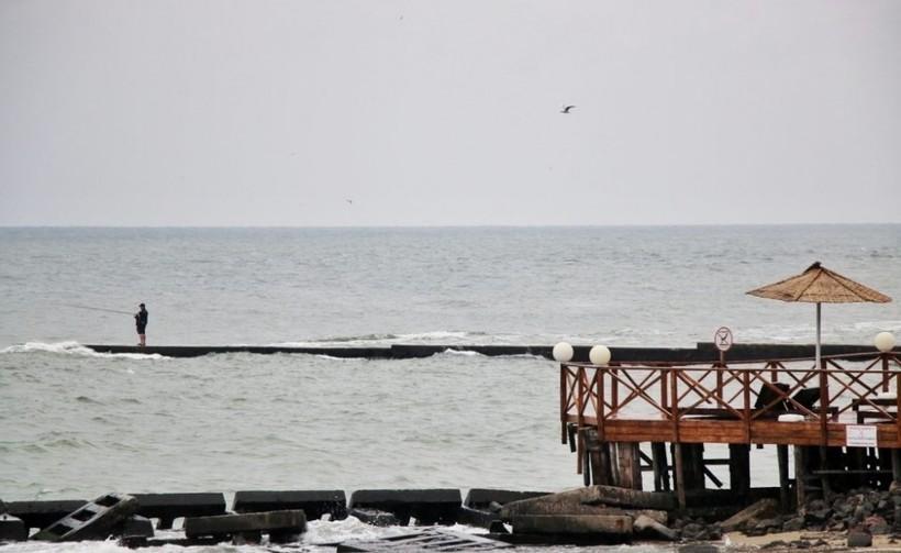 Прогуливаюсь вблизи моря...