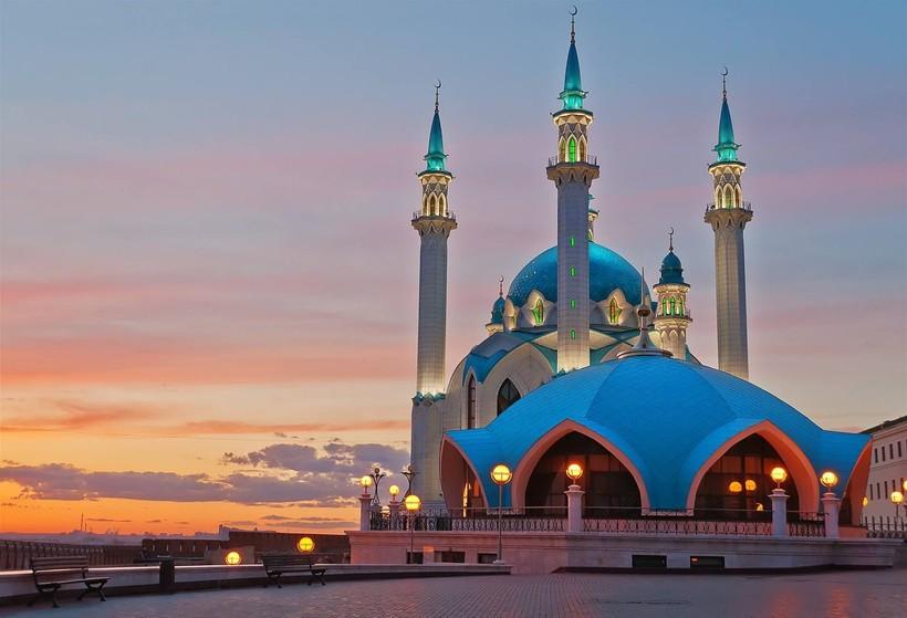 Мечеть на фоне заката в Казани