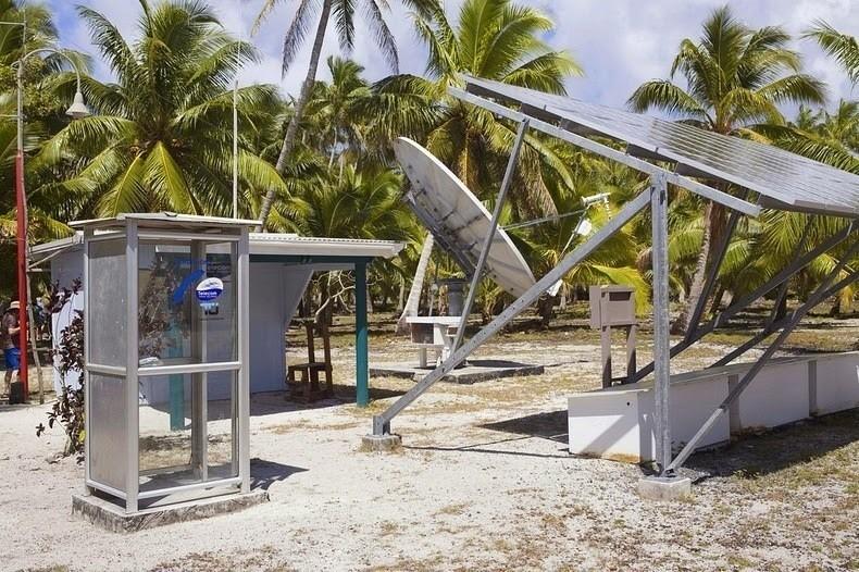 Местный телефон и солнечные батареи