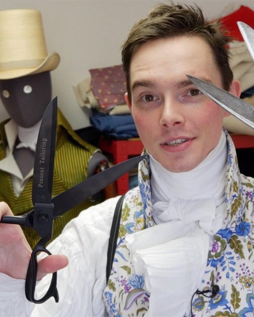 Британец в повседневной жизни одевается, как денди из 19 века, и это потрясающе