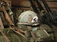 Зачем американские солдаты крепили к каскам карты с изображением пикового туза