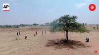 Видео: Курьезная погоня полицейского беспилотника за нарушителями карантина в Индии