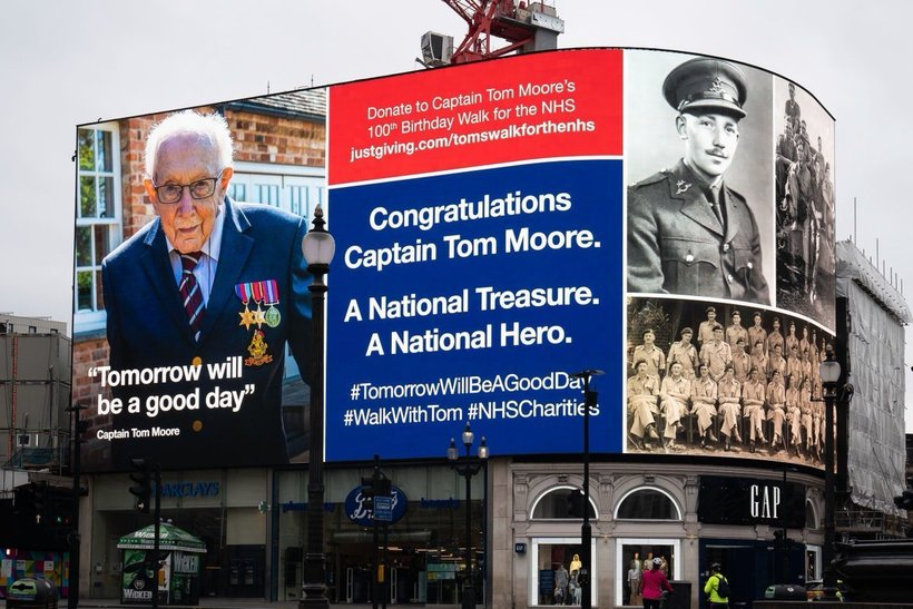 Ветерану, собравшему £30 млн врачам, на 100-летний юбилей прислали 125 тысяч открыток