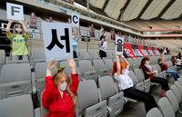 Южнокорейский футбольный клуб заменил фанов на трибунах куклами