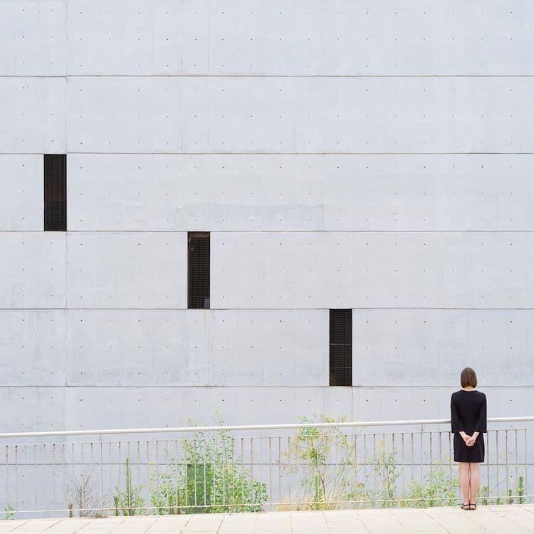 Пара делает невероятно стильные снимки, взаимодействуя с архитектурой