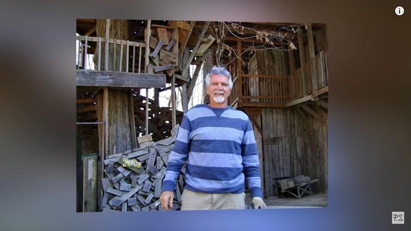 Видео: Мужчина построил на дереве 10-этажный дом на 80-комнат со спортплощадкой