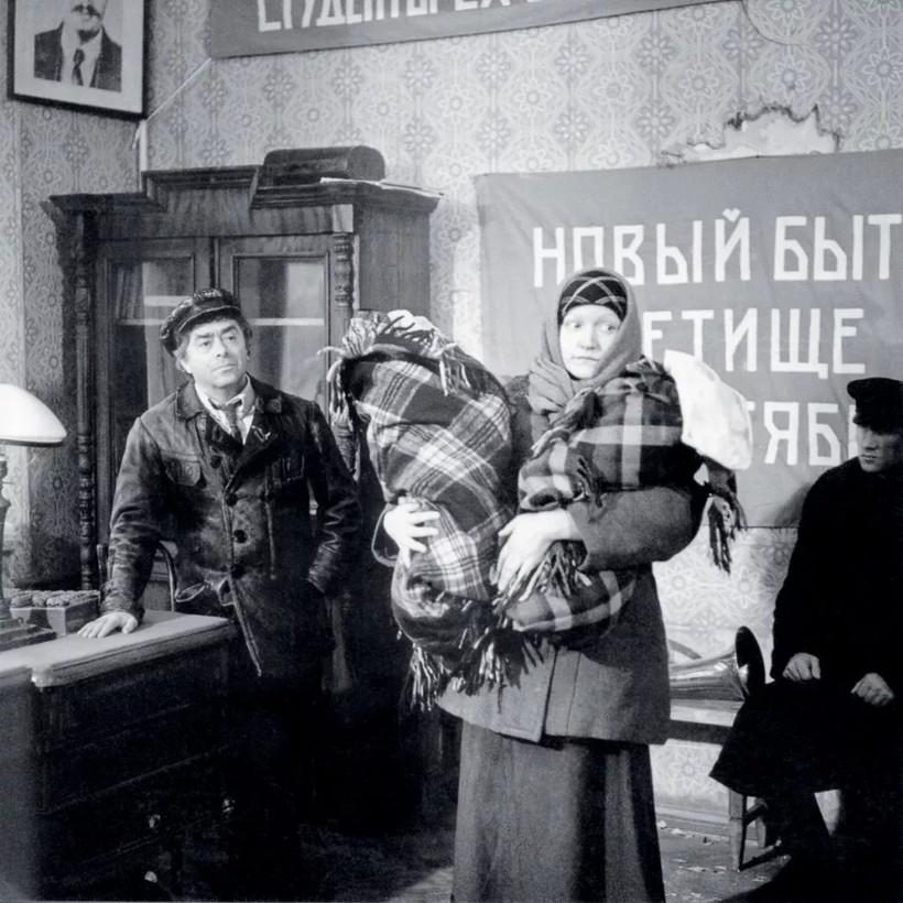 Процесс выбора имени блестяще показан в советском фильме «Собачье сердце»