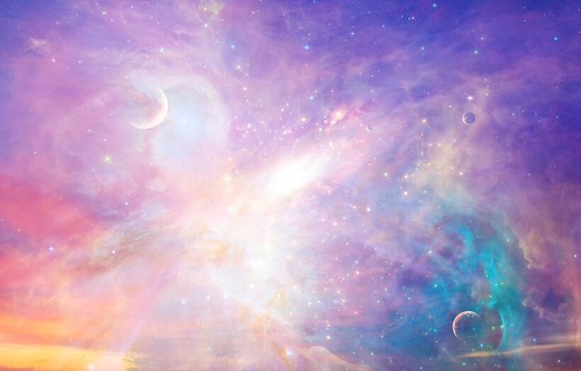 Не исключено, что Вселенная всего лишь кажется нам темной, а на самом деле она пестрит многими красками