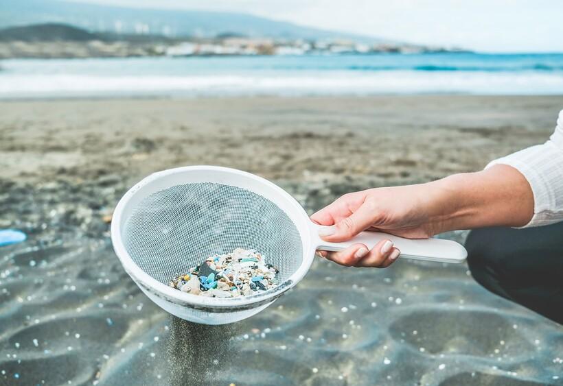 Микропластик не только на Эвересте, но и в прибрежных зонах