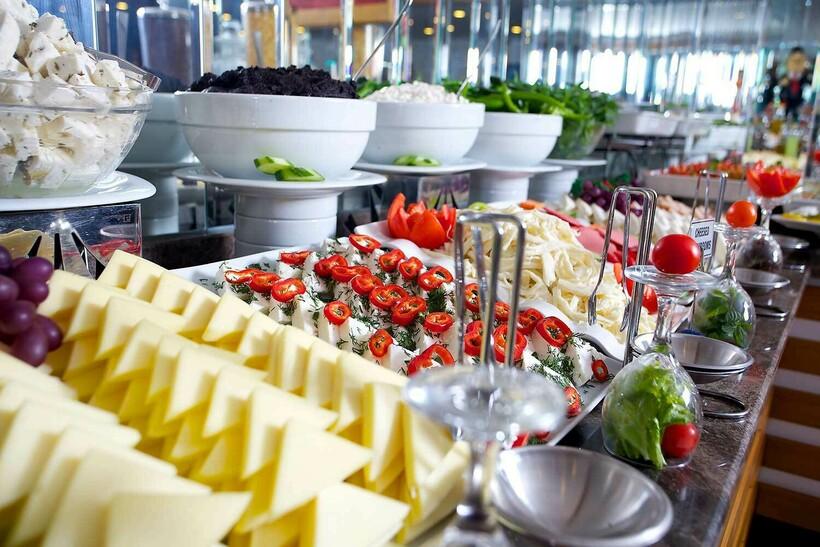 Шведские столы оказались не только удобными, но и выгодными