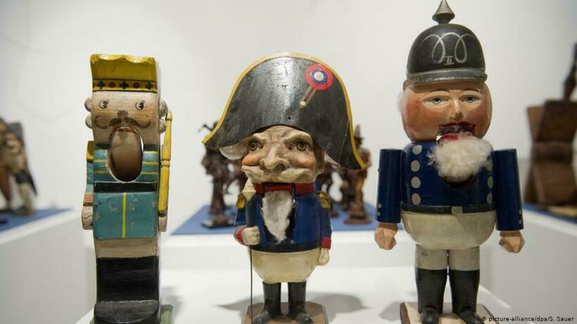 Старинные щелкунчики, посвященные историческим персонажам