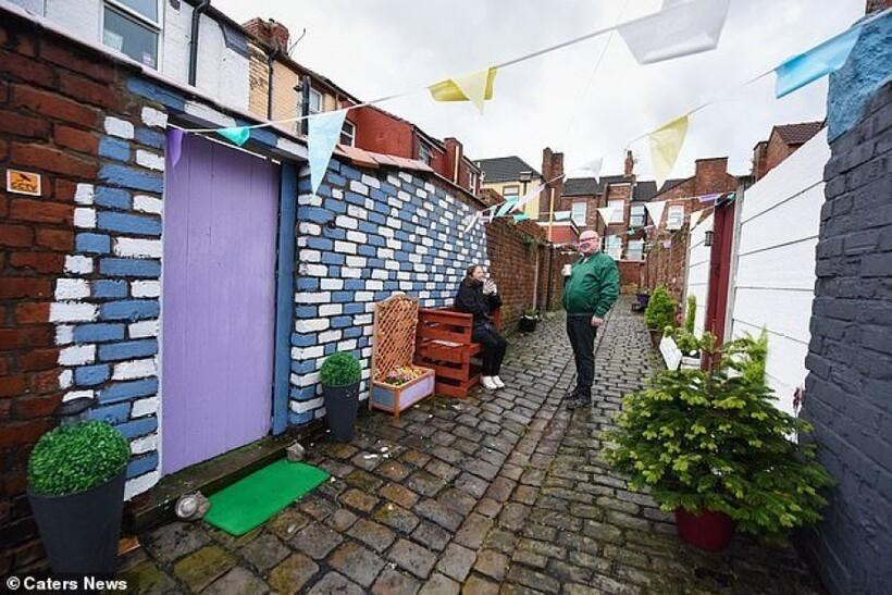 Соседи объединились для уборки заброшенной улочки, которая всех пугала, и сделали чудо