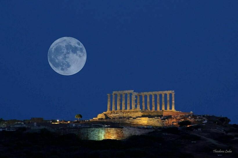 Луна над храмом Посейдона