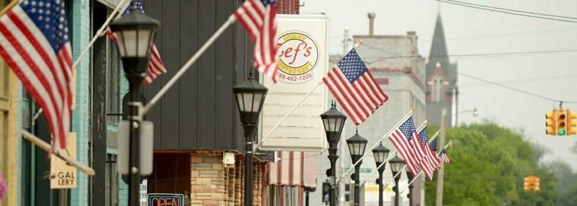 Флаги на улицах американского города — это норма