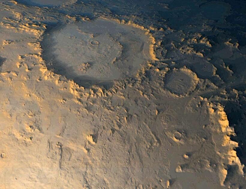 Еще один смайлик ― кратер Галле