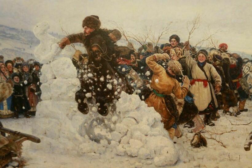 Битвы за снежные городки — популярная забава на Масленицу
