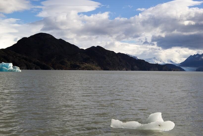 Одно из горных озер Чили