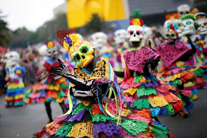 Карнавал в День мёртвых в Мексике