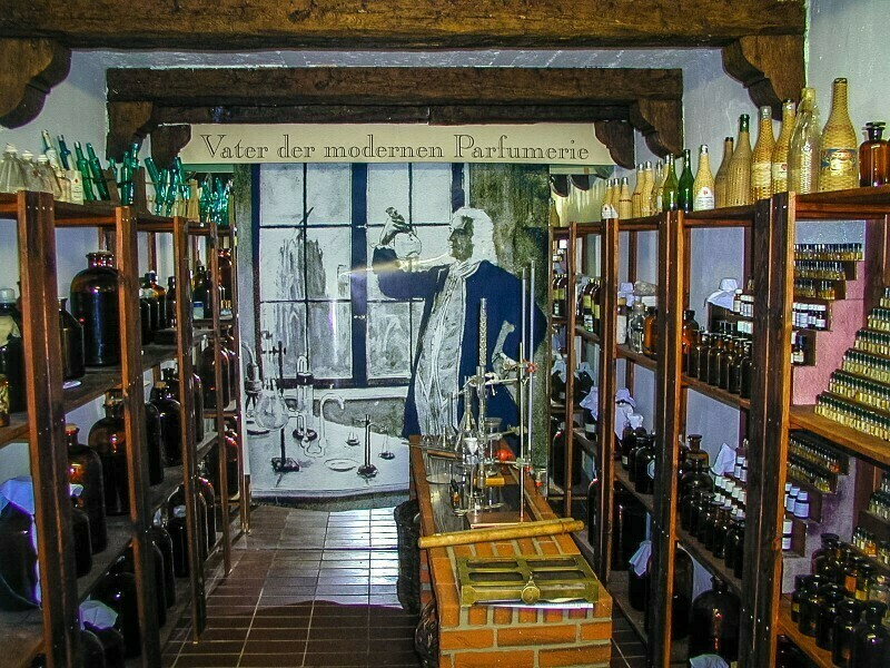 Кстати, сегодня в ней открыт Музей духов, где наглядно видно прошлое и настоящее «кельнской воды»