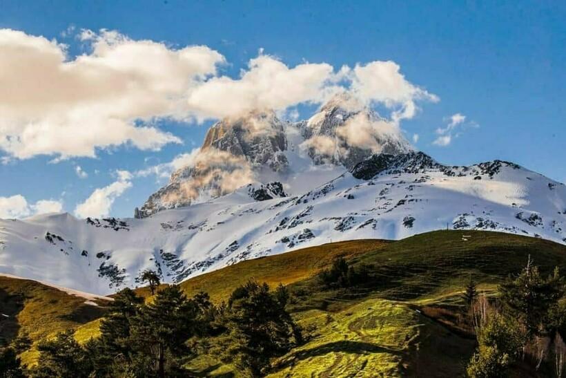 Вид на гору Ушба