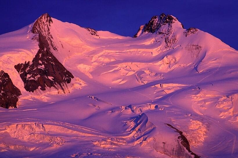 Гора Монте-Роза на закате