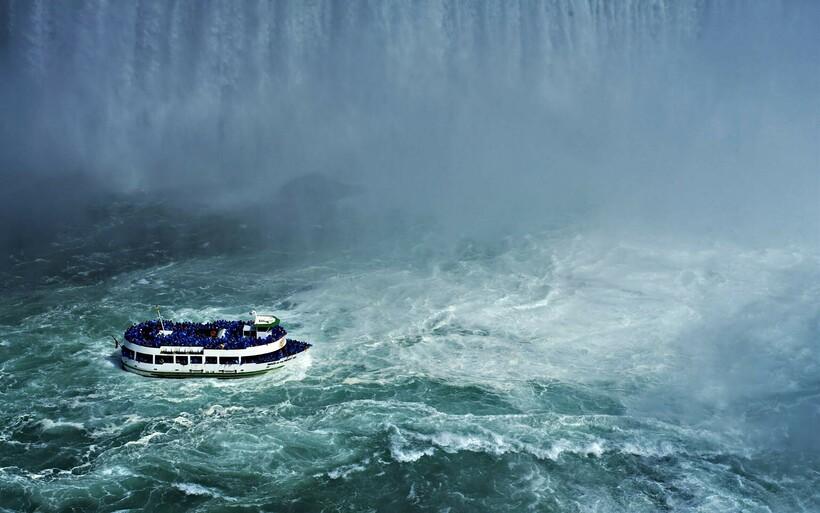 При попадании судна под дождь вывод воды тоже будет полезен